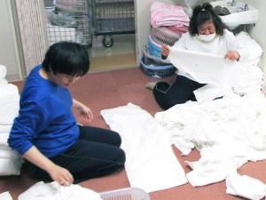 実習:洗濯物のほつれなどを縫合