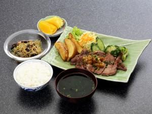 ステーキ定食 1000円